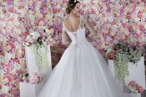 Dos à laçage d'une robe de mariage originale