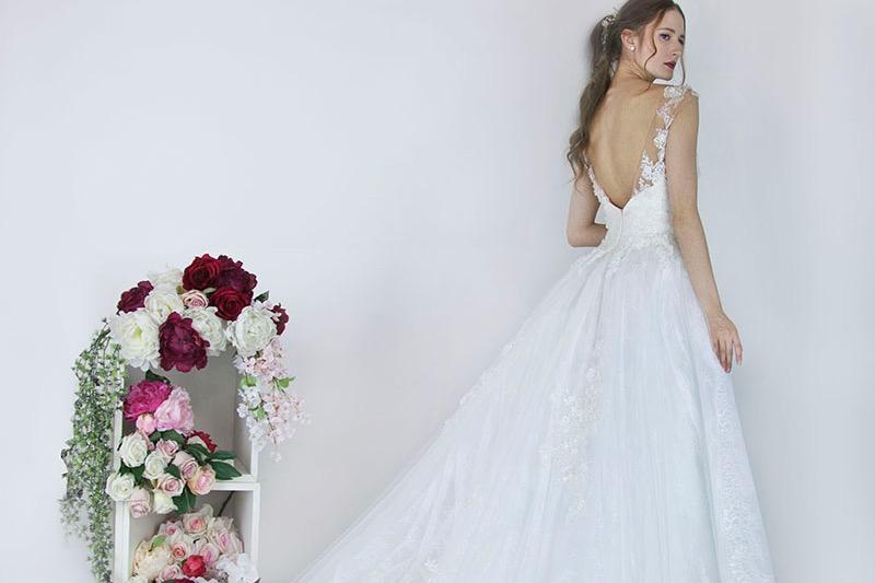 Robe de mariée avec une grande jupe