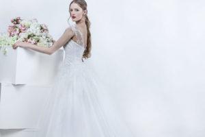 Decolleté d'une robe de mariée avec dentelle