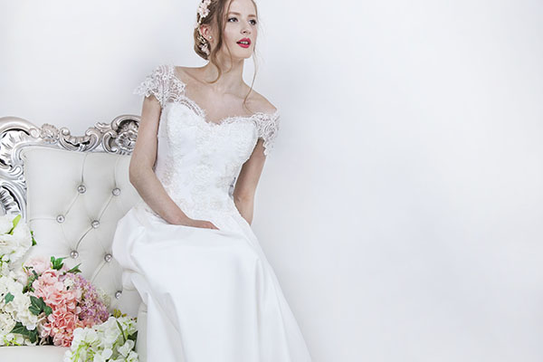 Robe de mariage écru avec jupe évasée