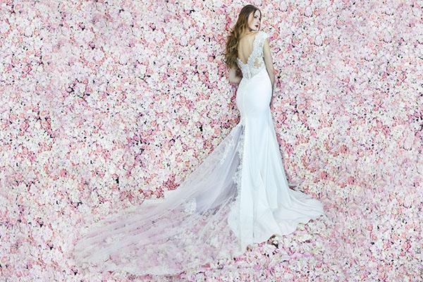 Robe de mariée en crêpe avec dos transparent