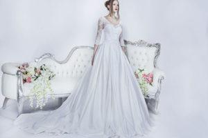 Belle robe de mariage imposante avec manches brodées
