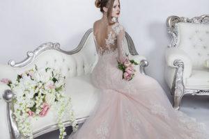 Robe de mariée ivoire avec une base rosé