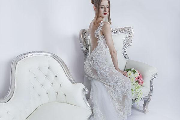 RObe de mariage beige blanc cassée en dentelle