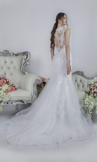 Robe de mariée de couleur blanc à Paris avec un joli dos