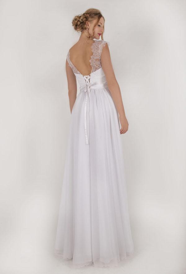 Robe de mariée aérée avec une ceinture en satin