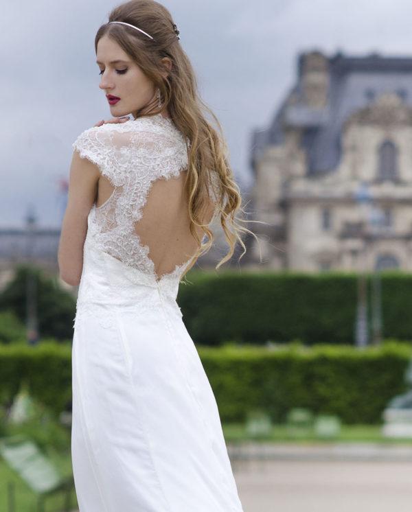 Robe de mariée avec un dos transparent