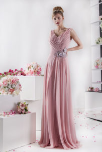 Une robe de soirée fluide et classe par une créatrice à Paris