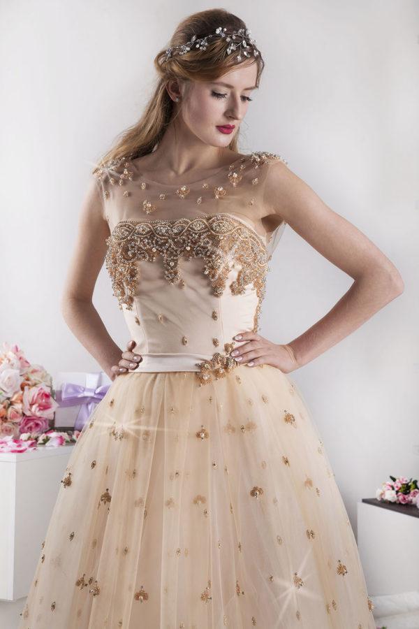Robe de soirée dorée avec perles scintillantes