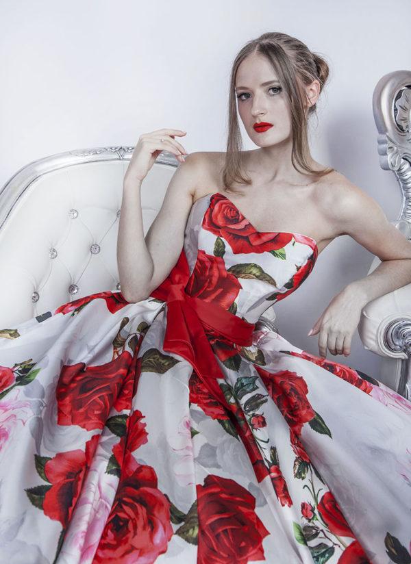Belle robe de cocktail avec un décolleté en forme de coeur