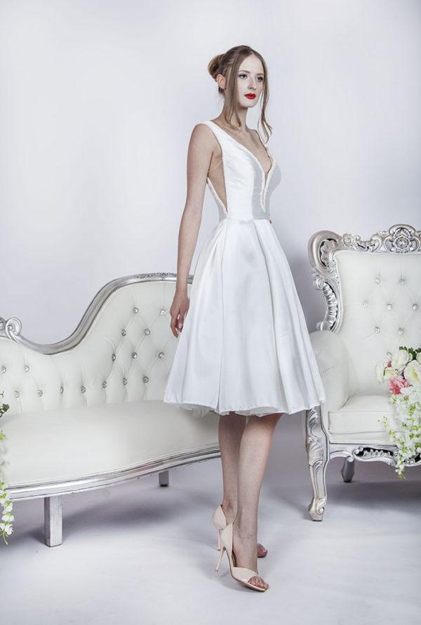 Robe de mariée courte avec jupe évasée