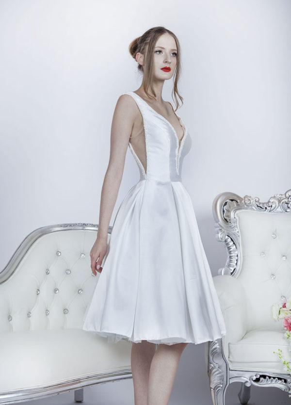 Robe de mariée courte avec décolleté