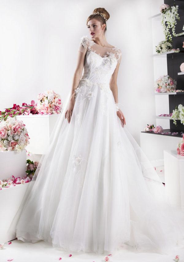 Robe de mariée ornée des plumes élégantes et une dentelle