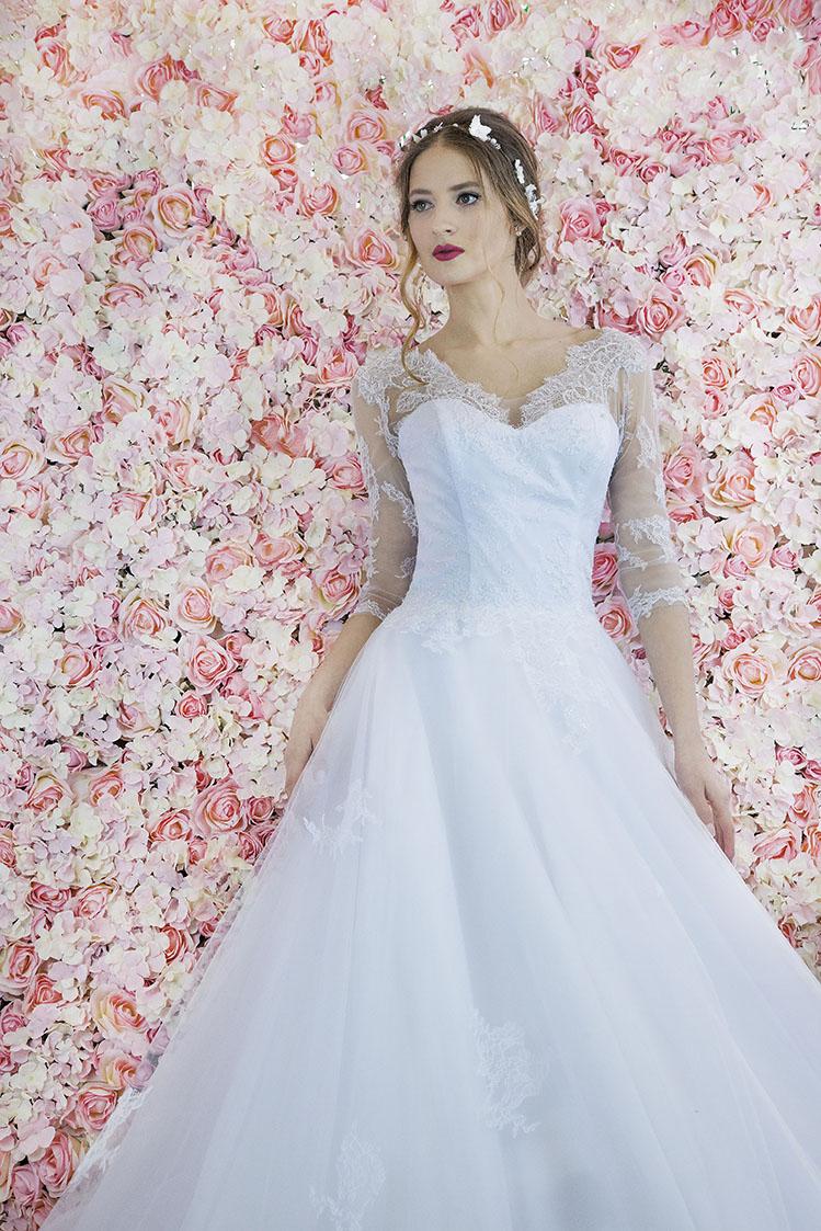 Robe de mariée romantique et raffinée pour une mariée élencée
