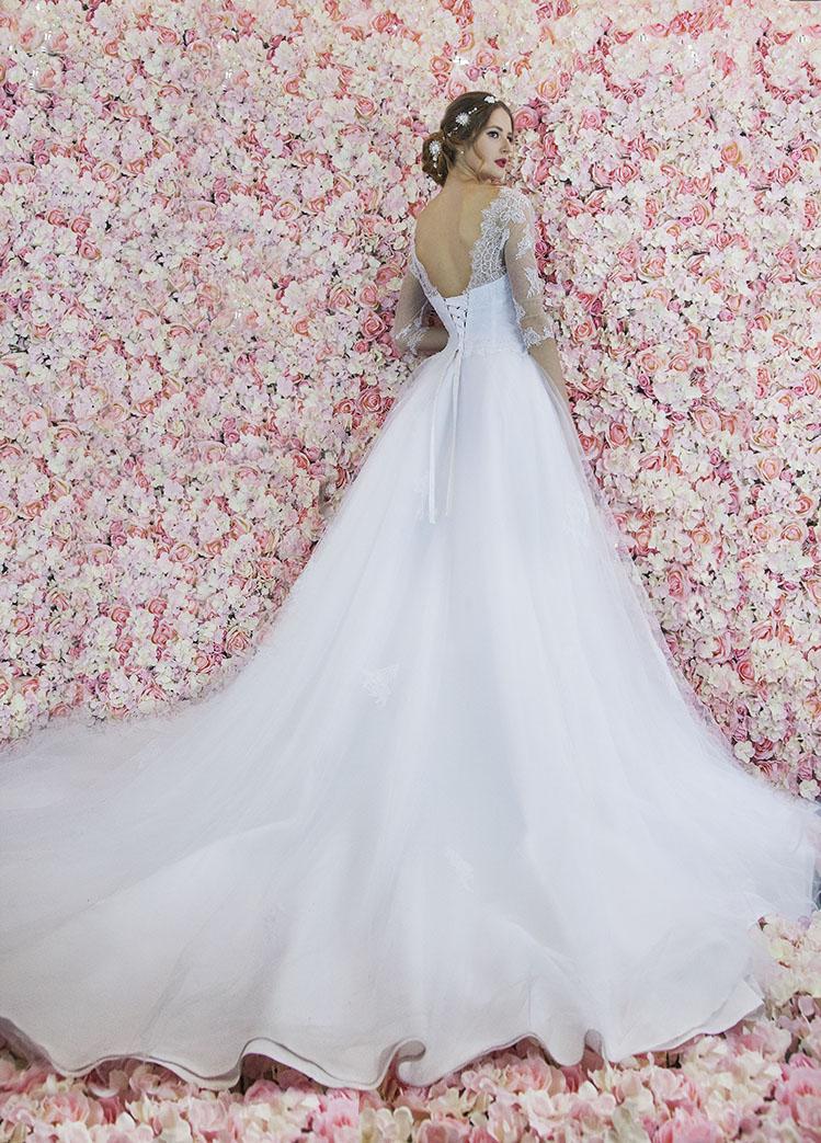 Dos d'une robe de mariée avec un laçage original