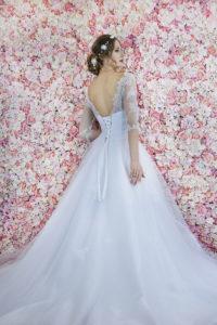 Le dos en laçage d'une robe de mariée princesse