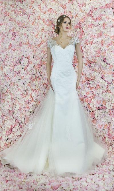 Robe de mariée en dentelle fine et simple