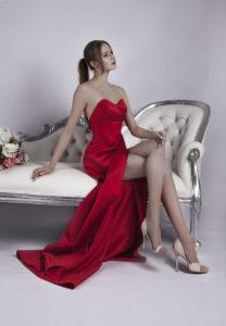 Robe de soirée en satin rouge très sensuel
