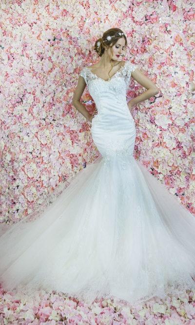 Robe de mariage avec une dentelle à fleurs 3D