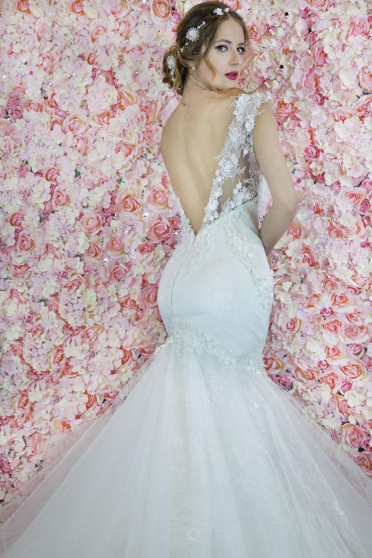 Robe de mariage moulante au niveau des fesses