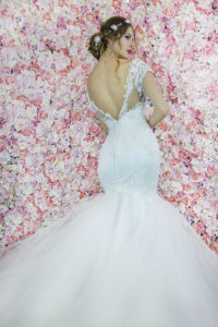 Robe de mariée moulante avec un dos ouvert