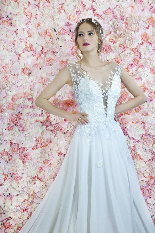 Robe de mariage paris avec jupe en mousseline et dentelle en fleurs