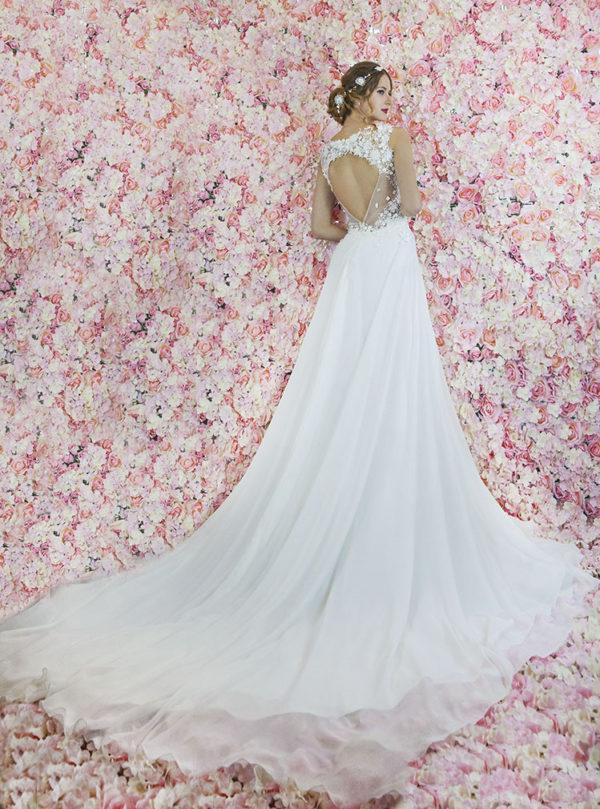 Robe de mariée bohème chic avec longue traine et mousseline
