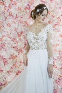 Robe de mariée transparente avec des broderies en dentelle