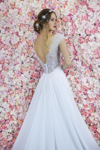 Robe de mariée avec un dos en dentelle transparente