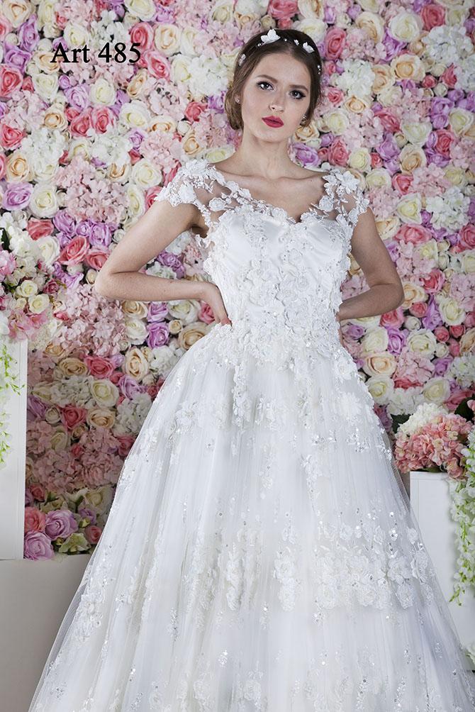 Robe de mariée princesse brodée avec des paillettes