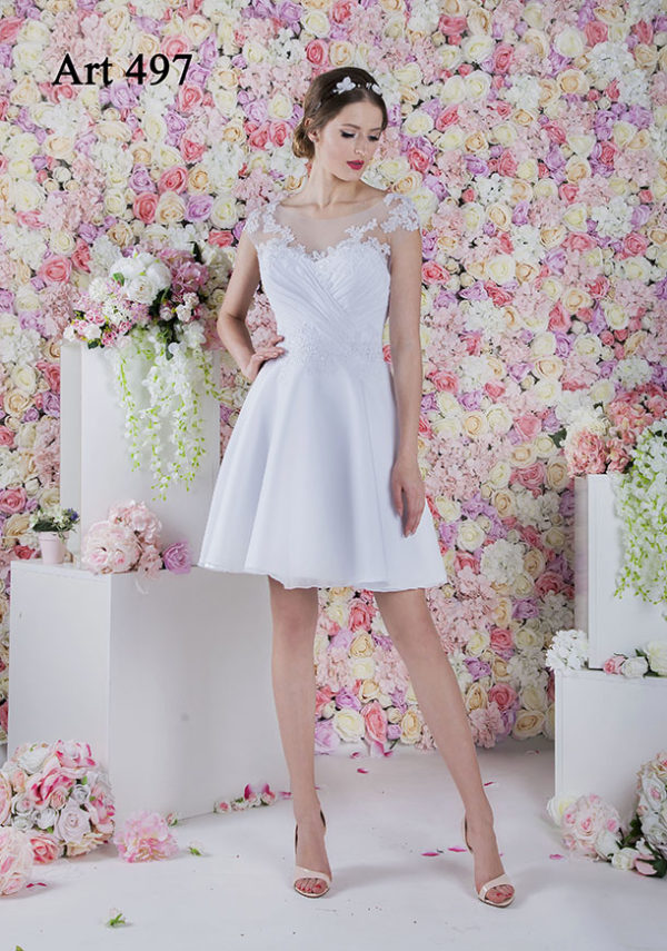 Robe de mariée courte avec manches en dentelle
