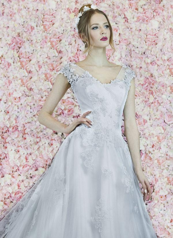 Robe de mariage princesse et trapèze brodée à la main