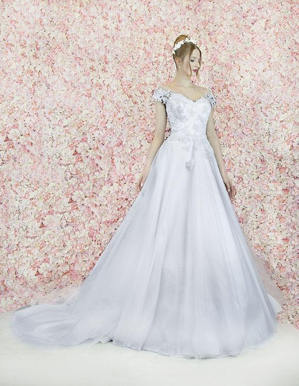 Belle robe de mariage traditionnelle et noble