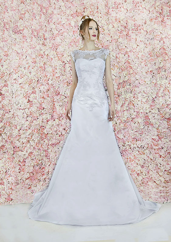 Robe de mariée avec jupe tulipe en dentelle