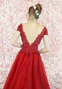 Robe de soirée rouge avec un dos décolleté