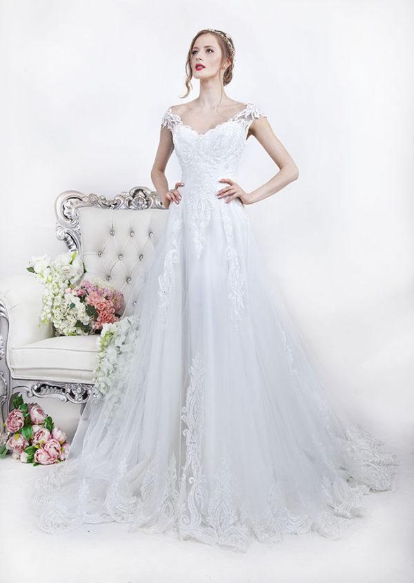 Robe de mariée avec bretelles en dentelle