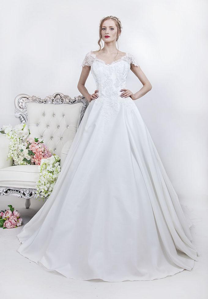Robe De Mariee Princesse Avec Une Jupe En Satin Elegant