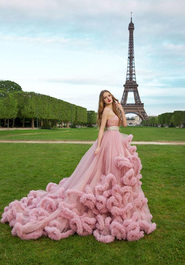 Robe de soirée princesse rose avec une longue traine