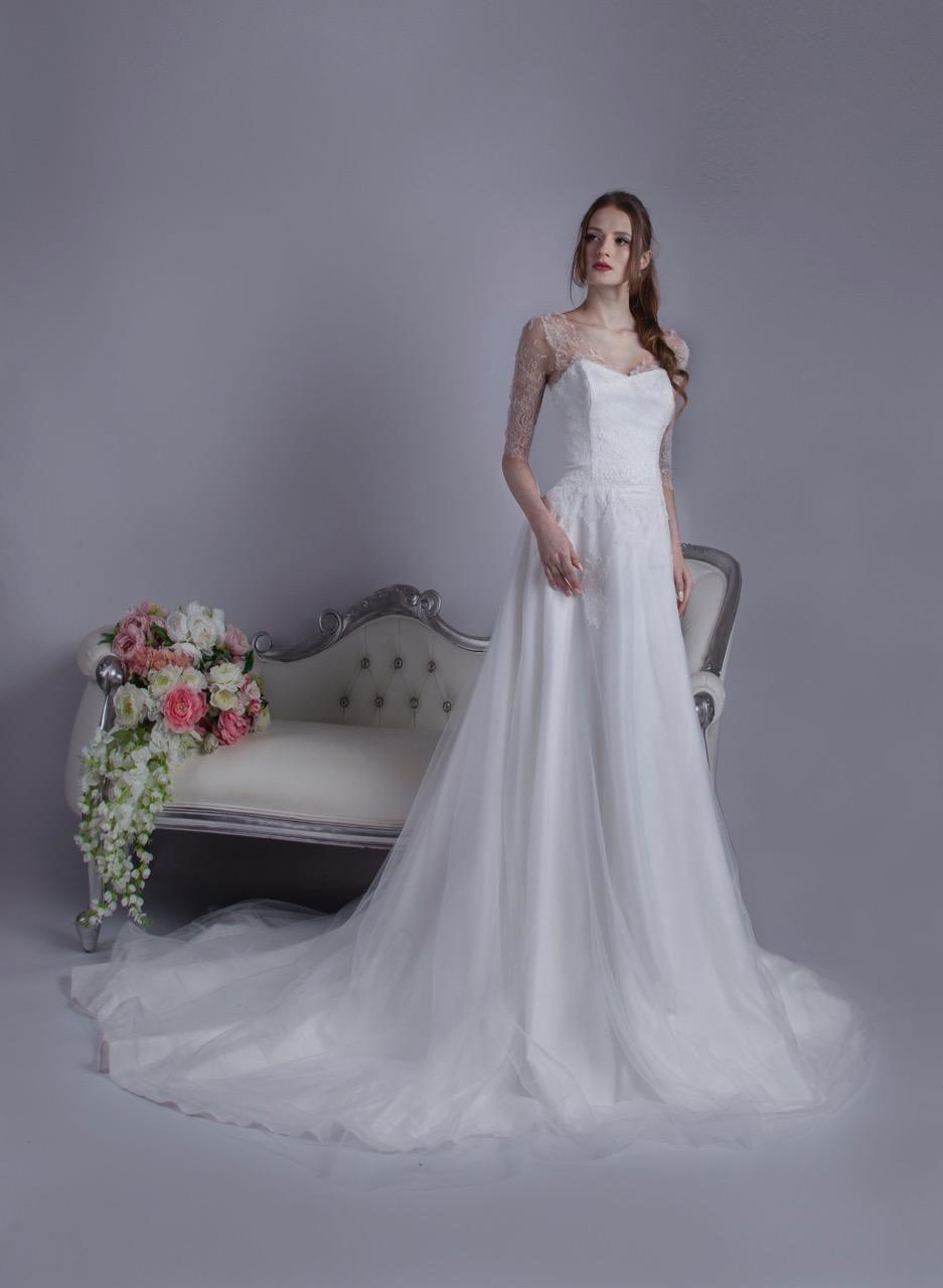 Dentelle de Chantilly présente sur cette robe de mariage