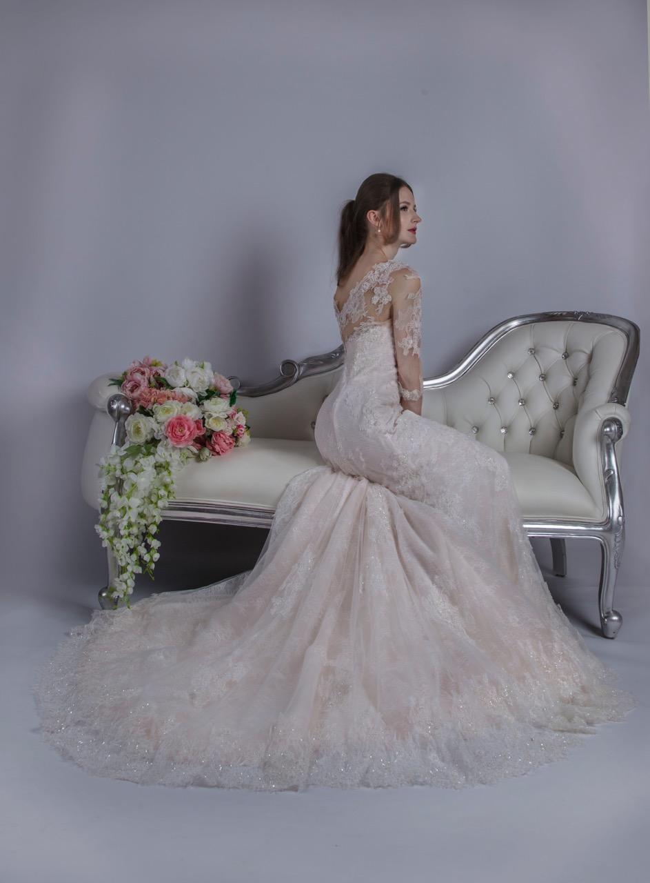 Robe de mariée généreusement travaillée