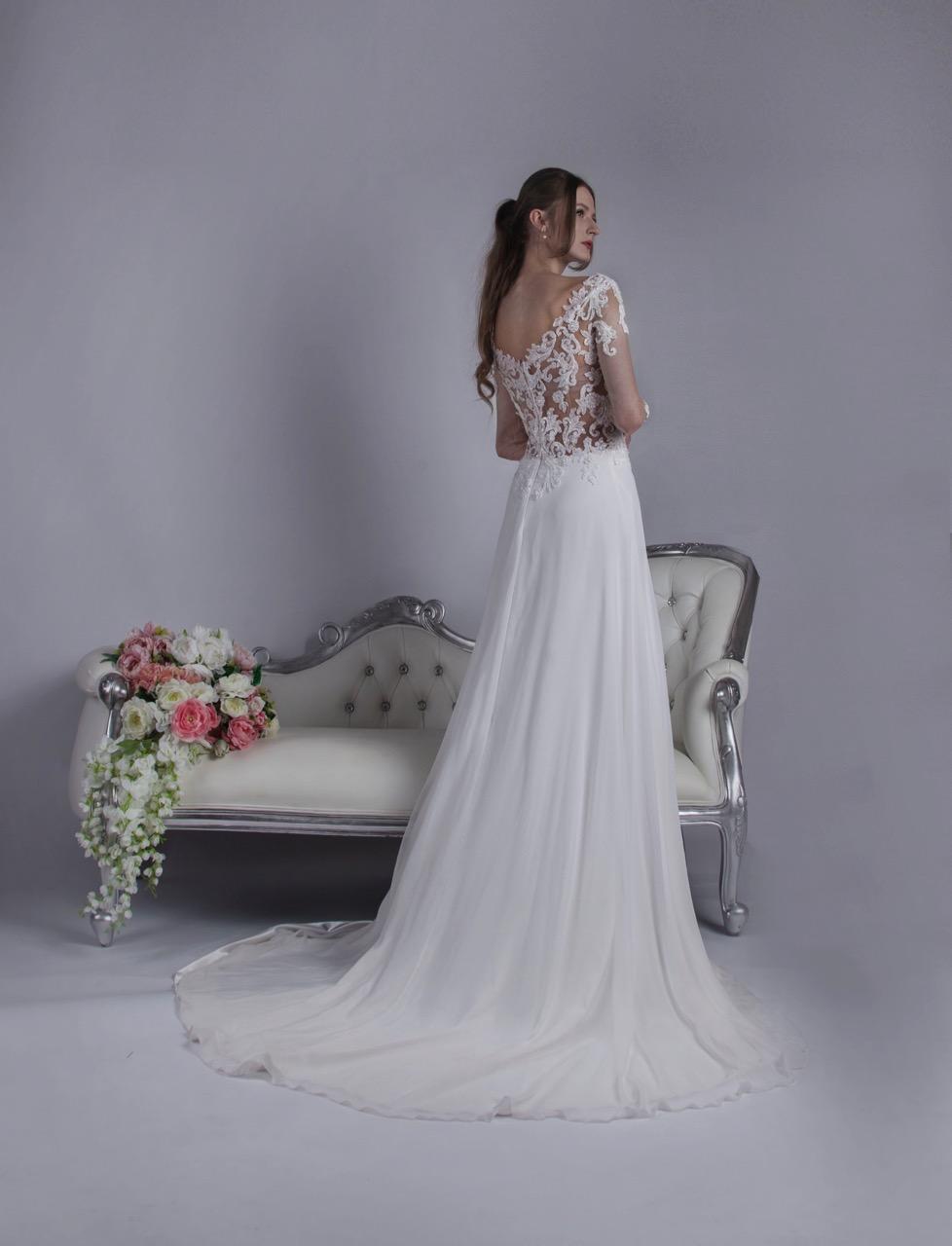 Robe de mariée avec une jupe en mousseline très aérée