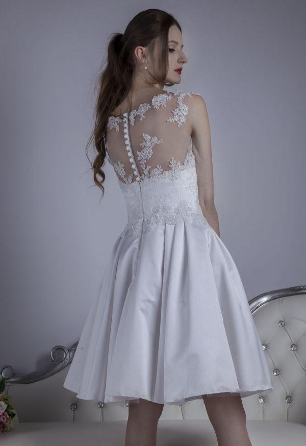 Robe de mariage blanche avec bouttons