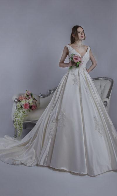 Robe de mariée avec décolleté profond
