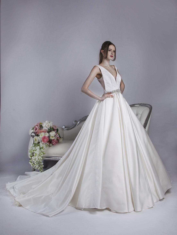 Robe de mariée luxueuse en satin noble avec