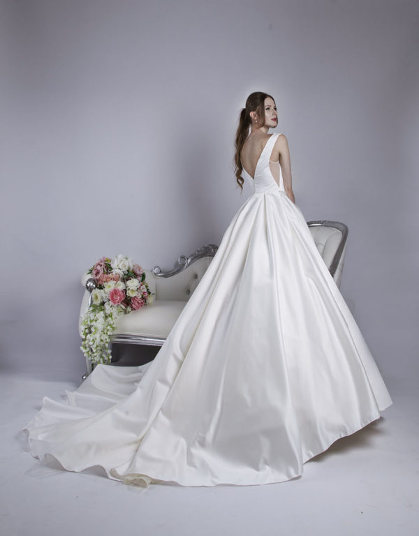Robe de mariée coupe meringue en satin