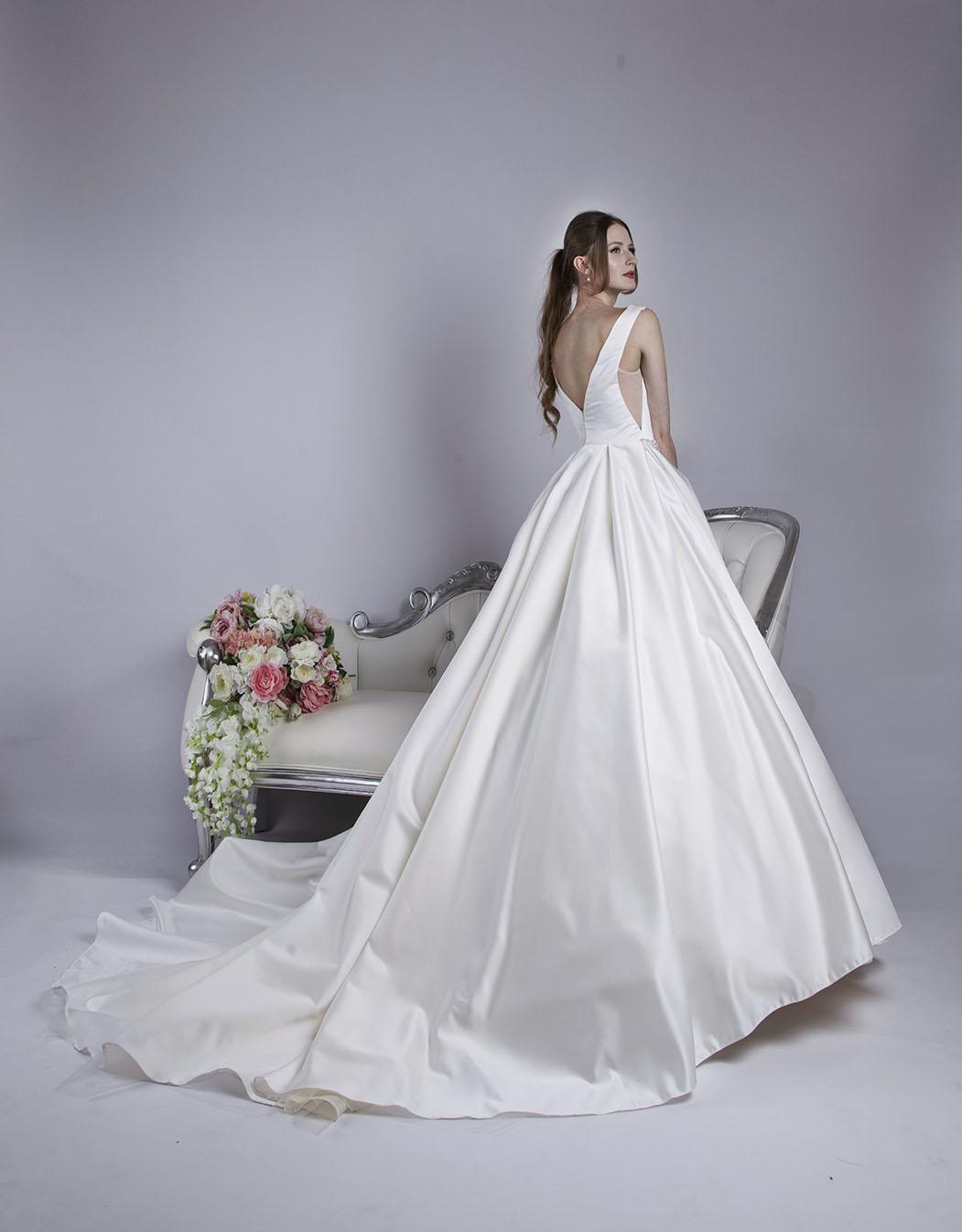 Robe de mariée coupe meringue en satin