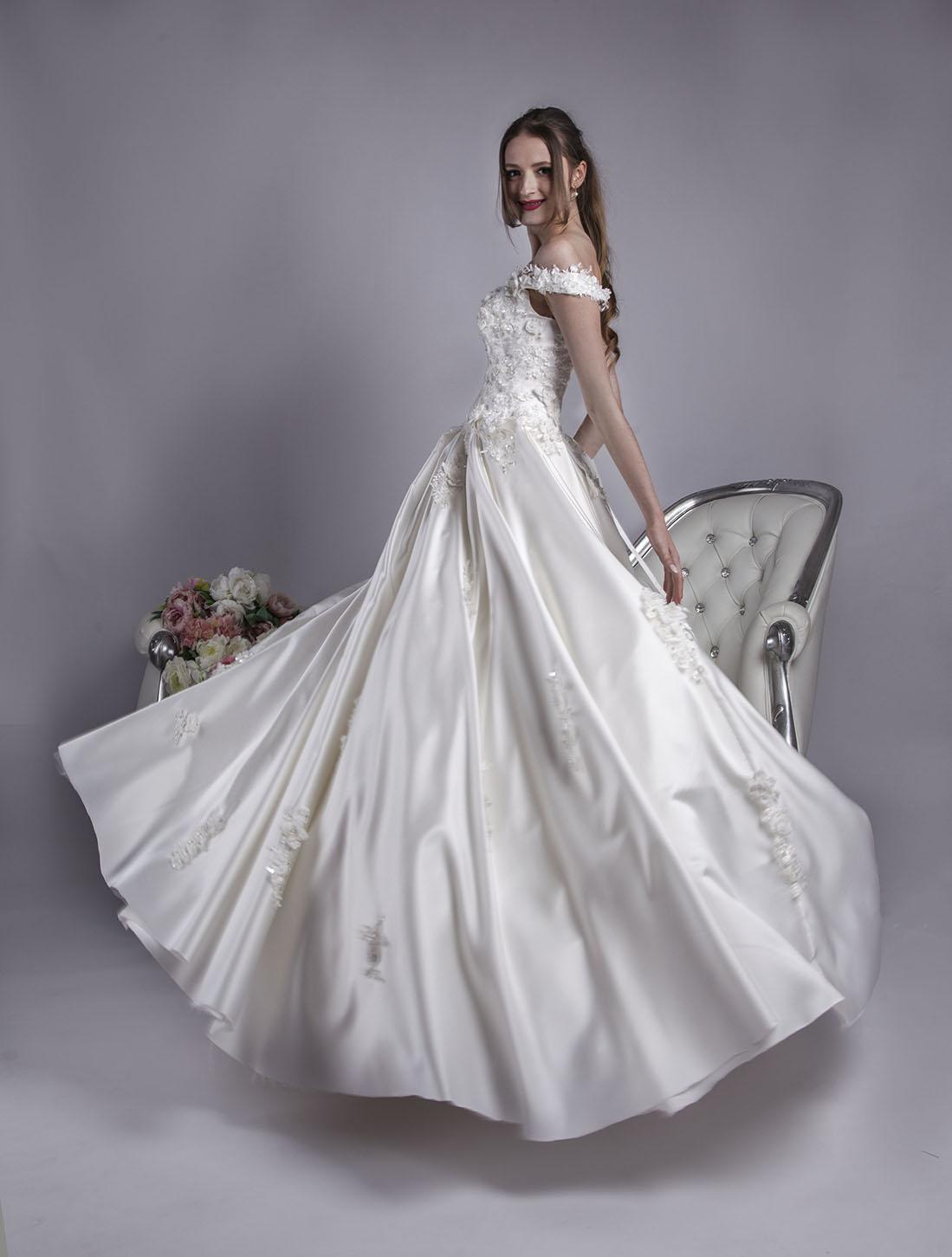 Robe de mariage coupe évasée et volumineuse