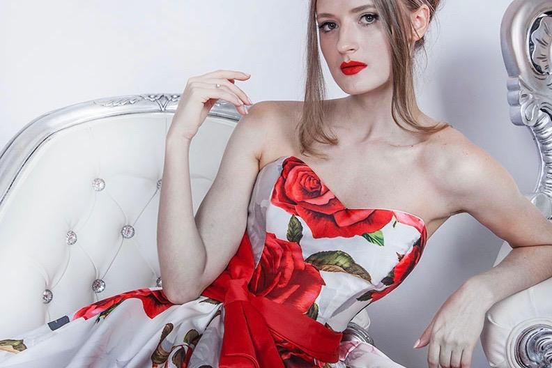 Une robe de soirée longue originale avec imprimée