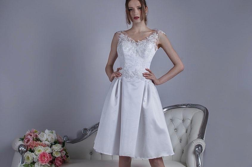 Robe de mariée courte pour un mariage e été ensoleillé
