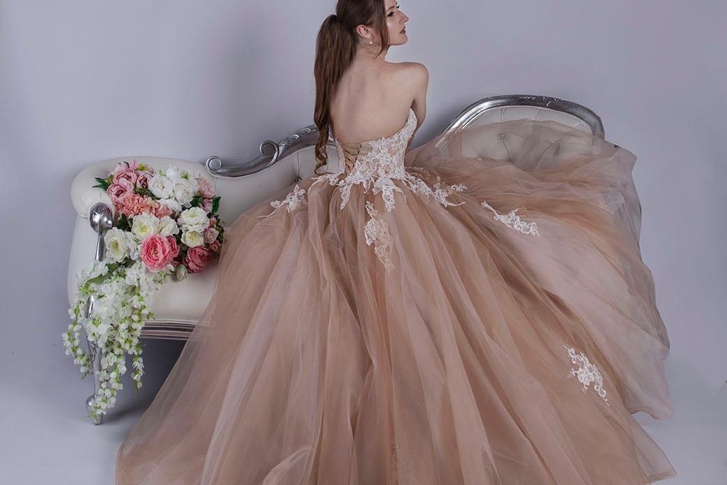 Robe de soirée princesse de couleur beige